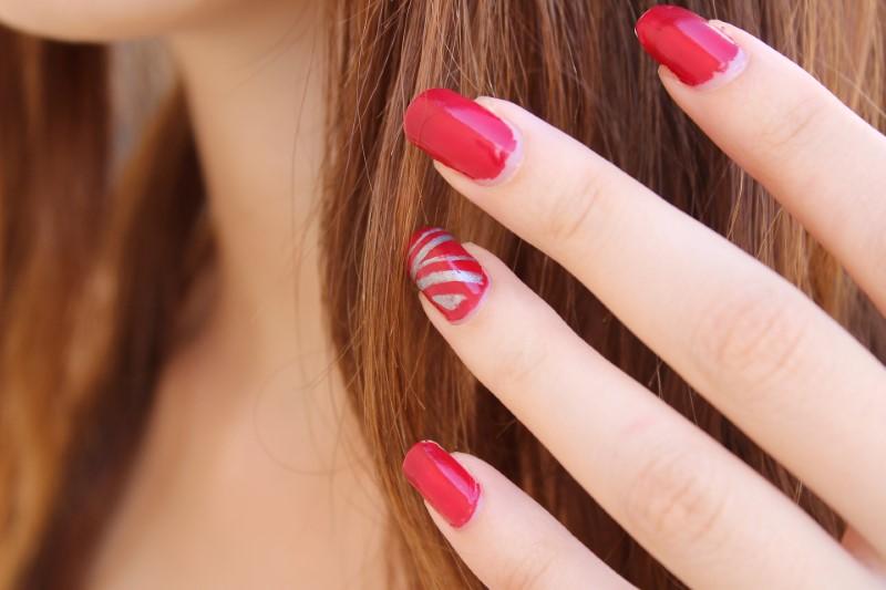 Smalto per unghie in rosso